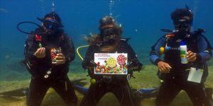 Dalgıçlardan su altında bayramlaşma