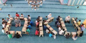 Çocuklar camilerde Kur'an ahlakıyla buluşacak