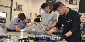 Sanayiyle iç içe meslek öğrenen gençler istihdama kazandırılıyor