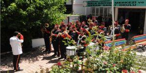 Usta öğreticilerden 'Gönüllüler Bandosu'