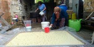 Atadan kalma yöntemle zeytinyağı sabunu yapıyorlar
