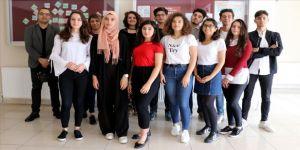 Türkçeyi 'sahne tozu yutarak' öğrendiler