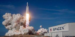 SpaceX 3 uyduyu uzaya fırlattı
