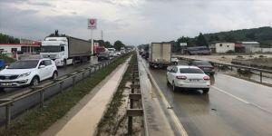 Kocaeli'de etkili sağanak trafikte aksamalara neden oldu
