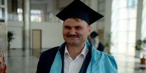 Engelleri aştı diplomayı aldı