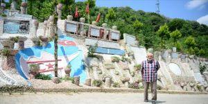 Emekli imam yaşadığı sokağı taşlarla süsledi