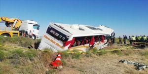 Aksaray'da yolcu otobüsü şarampole devrildi: 10 yaralı