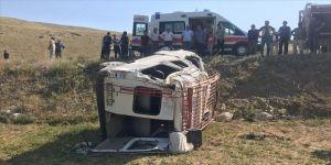 Gümüşhane'de minibüs şarampole devrildi: 1 ölü, 18 yaralı
