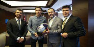 Bakan Kasapoğlu, Toprak Razgatlıoğlu'nu kabul etti