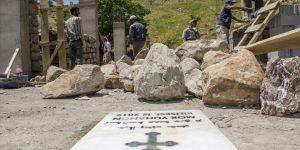 Terörden temizlenen köylerinde kilise inşa ediyorlar