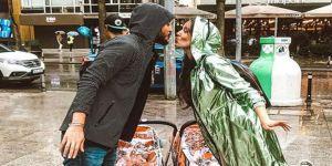 Pelin Akil ve eşinin yağmur romantizmi