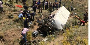 Van'da düzensiz göçmenleri taşıyan minibüs devrildi