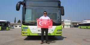 Türk Bayrağı'nı yerde bırakmadı