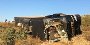 Eskişehir'de yolcu otobüsü şarampole devrildi: 13 yaralı