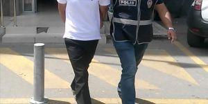 İzmir'de çocuğuna tekme atan baba gözaltında