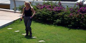 Ünlülerin bahçeleri 'çimin doktoru Neslihan'dan soruluyor