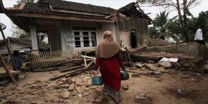 Endonezya'daki depremde 5 kişi öldü