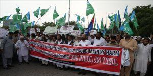 Hindistan'ın Keşmir kararı Pakistan'da protesto edildi