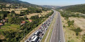 Anadolu Otoyolu'nda trafik yoğunluğu yaşanıyor