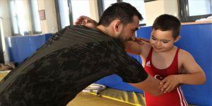 Down sendromlu minik güreşçi Dünya Şampiyonası'na damga vurdu