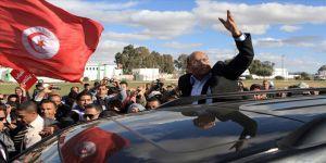 Tunus'ta devrimin ilk cumhurbaşkanı Merzuki yeniden yetki istiyor