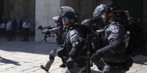 İsrail polisi Mescid-i Aksa'da 5 Filistinliyi gözaltına aldı