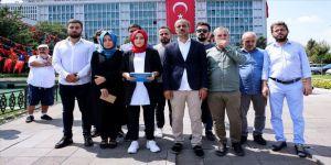 İşten çıkarılan İBB Medya AŞ çalışanlarından belediye önünde açıklama