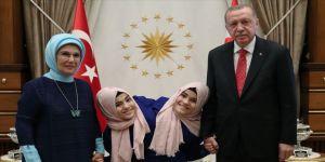 Erdoğan, siyam ikizleri ile bir araya geldi