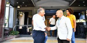 HDP heyeti, İzmir Büyükşehir Belediyesi'ni ziyaret etti