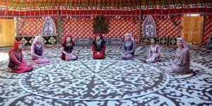 Kırgız Türkleri zafer kutlamalarına renk katıyor