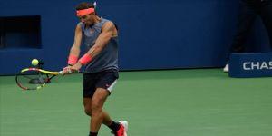 Nadal ikinci tura yükseldi