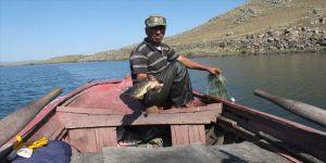Denizsiz kentlerin balıkçıları av mesaisinde