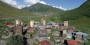 Kafkasların zirvesinde bir Ortaçağ köyü: Uşguli