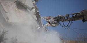 İsrail Batı Şeria'da inşa halindeki camiyi yıktı