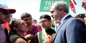 Şenocak, İBB önünde eylem yapan işçileri ziyaret etti
