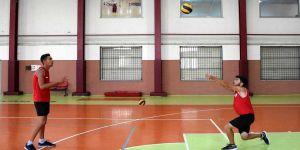 Plajı olmayan şehrin şampiyon voleybolcuları