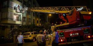 Duman saran binada mahsur kalanları itfaiyeciler kurtardı