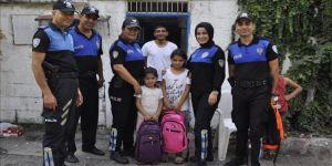 Polisten çocuğu duygulandıran yardım