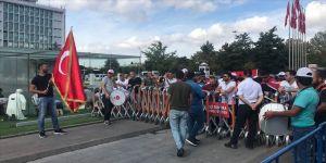 İBB'de işten çıkarılan işçilerin eylemi sürüyor