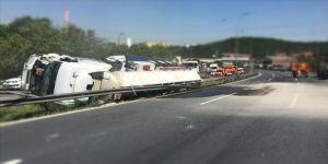 TEM Otoyolu'nda tanker devrildi