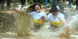 Off-road pilotları çamurda 'araçsız' yarıştı