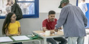 Tunus'ta seçimin ikinci turu 'Anayasa Profesörü ve tutuklu medya patronunun'