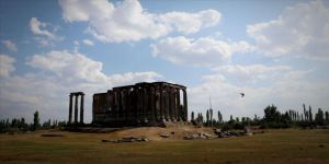 'İkinci Efes'te' Roma hamamı kalıntıları gün yüzüne çıkarıldı