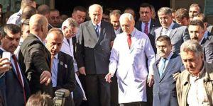 FETÖ firarisinin Bahçeli tweetini beğendiler,MHP sert tepki gösterdi