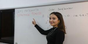 'Dersimiz matematik öğretmenimiz Türkçe'