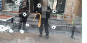 Gebze'de kuaför dükkanı kurşunlandı