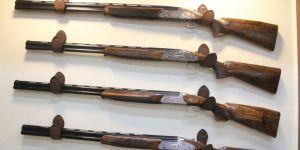 Altın işlemeli av tüfekleri ikinci el otomobil fiyatına satılıyor