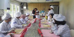 Şef Rüzgar Sünbül, Cemil Meriç öğrencileriyle yemek yaptı