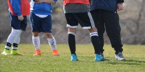 Futbolcularına tokat atan antrenör kendini savundu