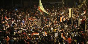 Bağdat'ta göstericiler, oturma eylemine başladı